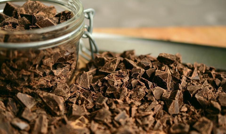 לקפוץ לבריכת שוקולד