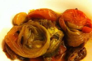 סלט חצילים, עגבניות ובצל