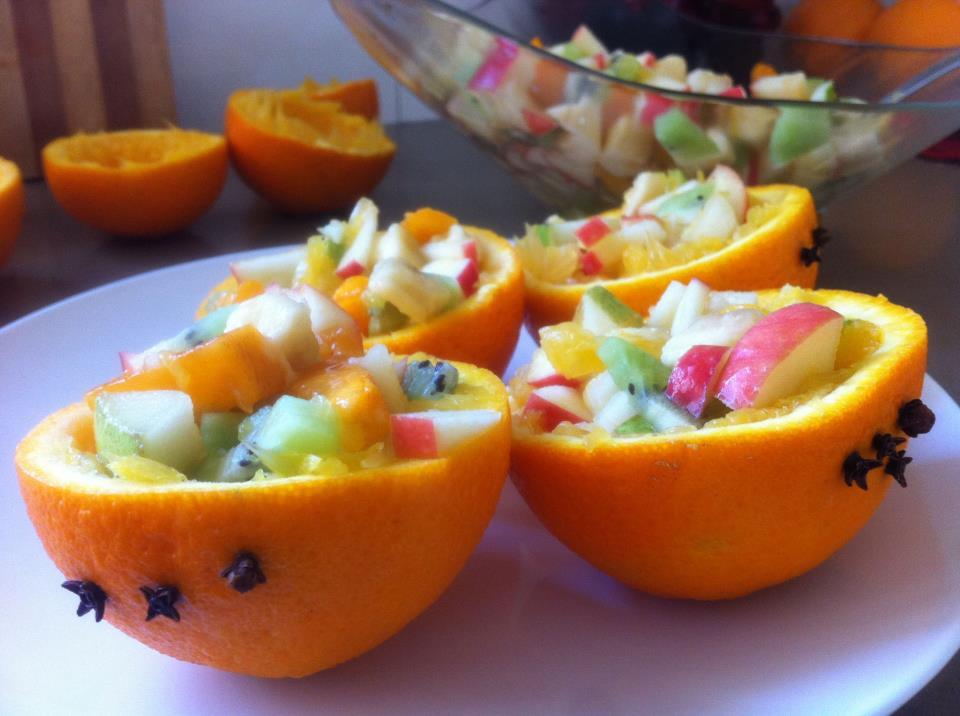 חצאי תפוז ממולאים בסלט פירות